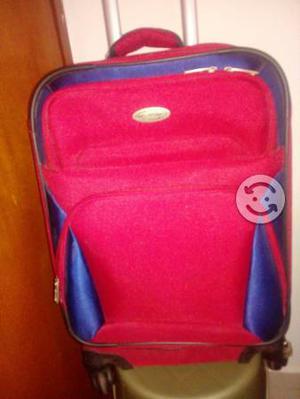 maleta roja mediana