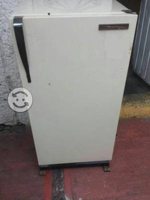 Refrigerador de 7 pies marca MABE