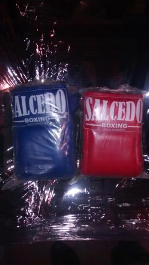 Remato dos pares de guantes de box en vinil nuevos $189 c/u