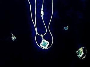 Juego De Diamantes Azules 2.65 Kt Con Oro Blanco