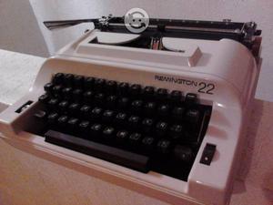 Maquina de escribir vintage Remington, con estuche