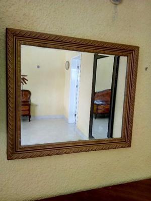 espejo con marco de madera posot class