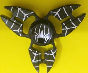Spinners metálicos con el escudo del hombre araña