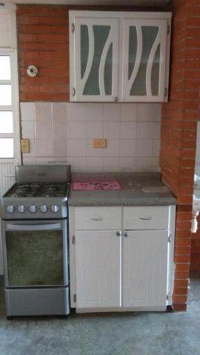 estufa y muebles de cocina