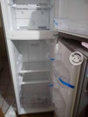 Refrigerador y estufa nuevas