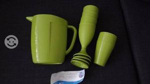 Jarra de plastico con 8 vasos y 4 copas nueva avon