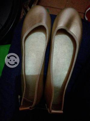 Zapatos dorados talla 6