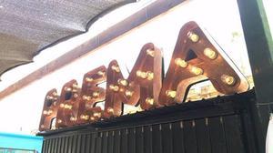 Manufacturación e instalación de anuncios luminosos