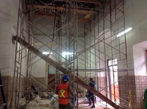 Reparación techo colonial. Vigas de madera.