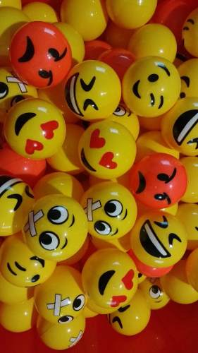 300 Pelotas Huecas 49mm De Emoji