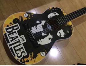 Guitarra Acustica De Los Beatles Como Nueva ! Ofrece !