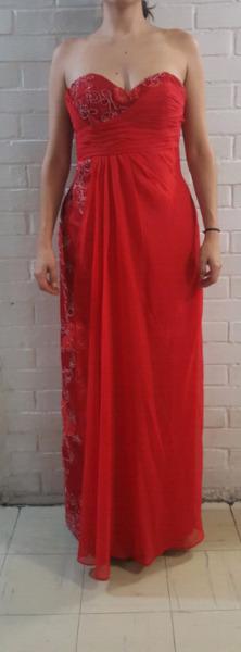 Vestido de noche color rojo