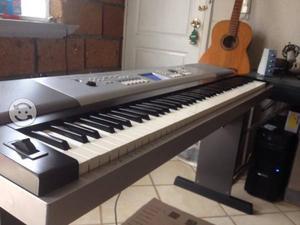 Yamaha DGX 520 Grand Piano