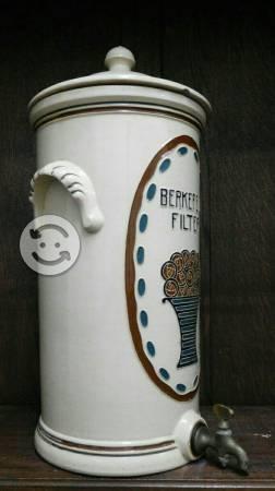Antigua pieza de porcelana inglesa