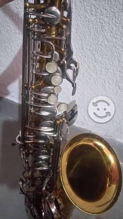 Saxofón alto Conn