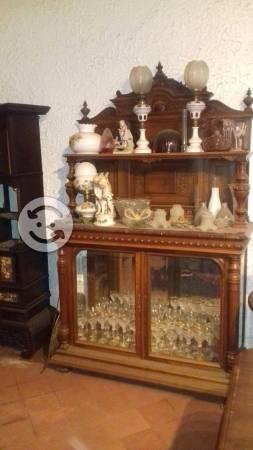 Muebles antiguos de alto perfil