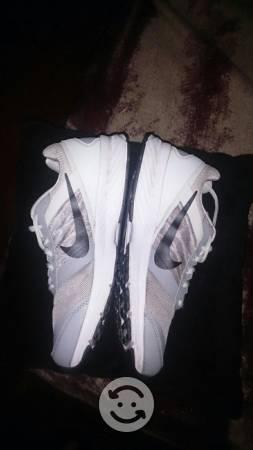 Tenis Nike Relentless del Número 6
