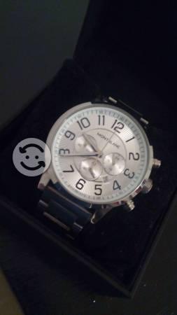 Reloj metalico con 5 funciones
