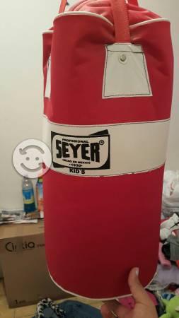 Costal de box con guantes
