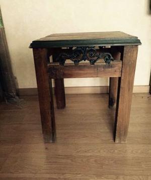 Mesas (2) en madera con forja
