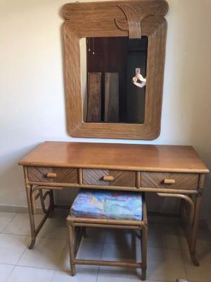 Tocador de ratán con espejo y asiento