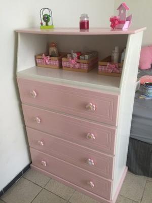 Comoda para bebe o niña color rosa en buenas condiciones b6ce09b7dad