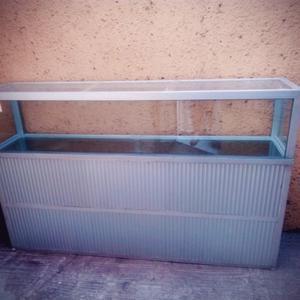  Vitrina de aluminio y vidrio 