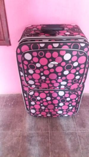 hermosa maleta grande