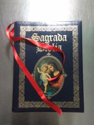 Sagrada Biblia forrada en piel de 28X22X7 cm con base de