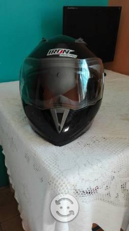 2 cascos para motociclista