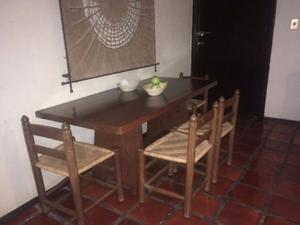 Comedor con 4 o 6 sillas en excelentes condicioes