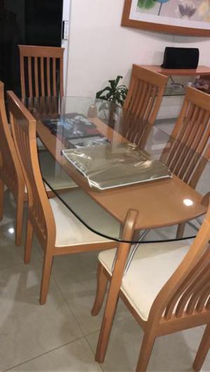 Comedor con juego de mesas