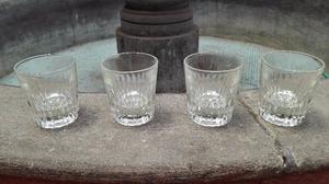 Juego de vasos de vidrio cortado