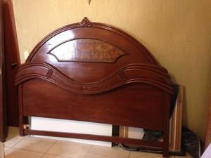 Cama king zise con cabecera de madera y figuras posot class - Cabeceras de cama de madera ...