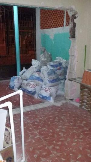 Se regala 17 bolsas de escombro