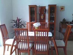 Comedor de 6 sillas y vitrina