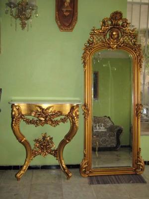 Consoleta y espejo con mas de 100 años de antiguedad