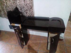 Mesa y silla para uñas
