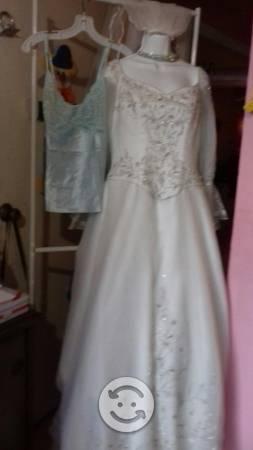 Vestido de novia con ajuar y tiara y todo lo demás