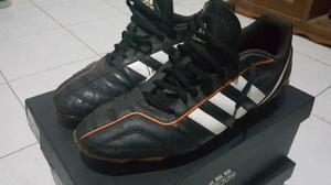 tenis, tacos adidas y zapatos nuevos