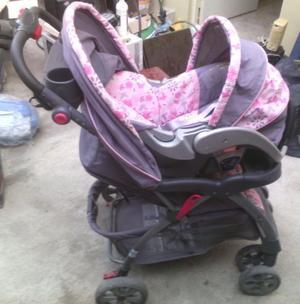 Carreola con portabebe y base para carro de niña