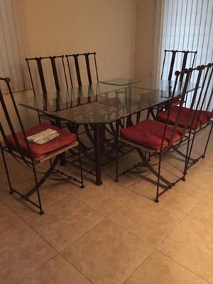 Hermoso Comedor con 6 sillas de forja con su trinche y mesa