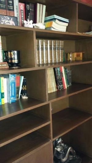 Librero de Madera EN MUY BUENAS CONDICIONES, MUY BONITO