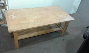 Mesa de madera multiusos.