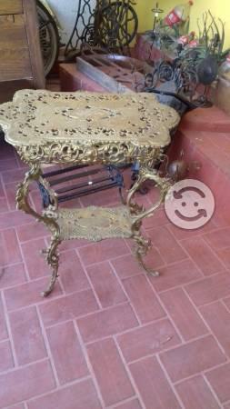 Hermosa mesa de hierro