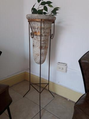 Jarron florero maceta c base de metal