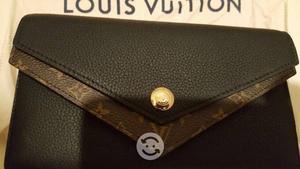 Louis Vuitton Double V