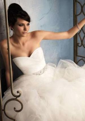 Hermoso vestido de novia de tul