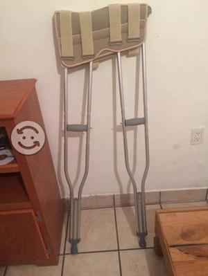 Inmovilizador de rodilla y muletas