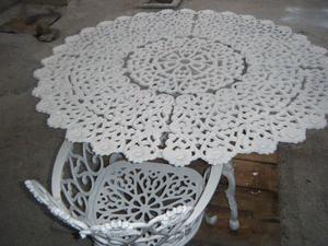 Hermosa mesa de jardin y una silla, perfectas condiciones,